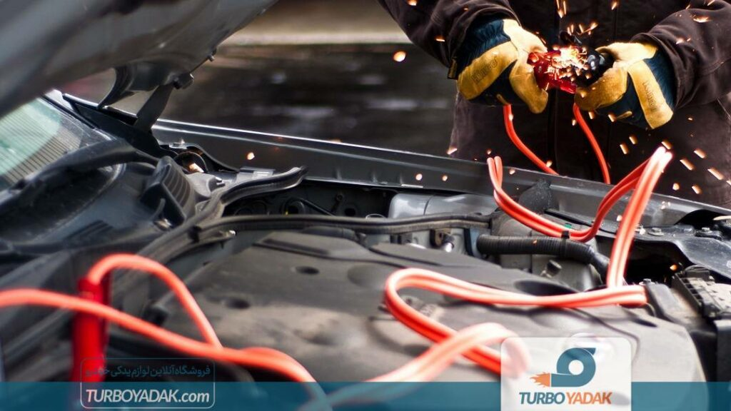 دلایل ترکیدن باتری خودرو
